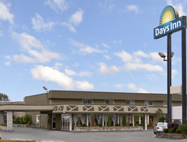 Hotel with Parking Facility Days Inn Elk Grove Village West, IL 60007